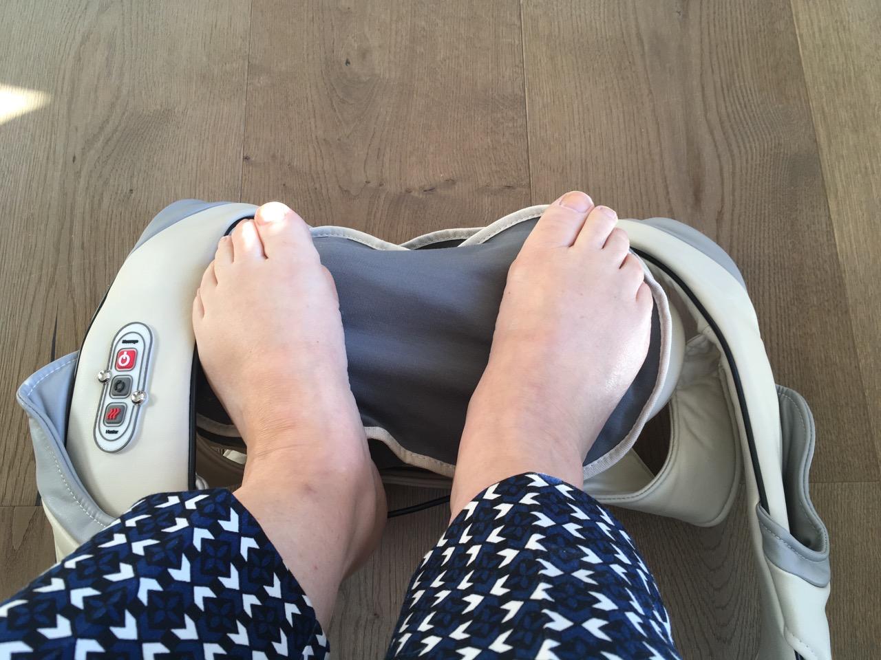Ich mache entspannende massage zu Sashas Füße